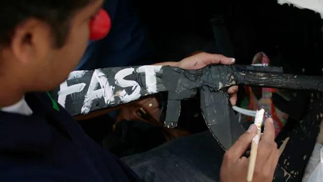 Fast_guns.jpg
