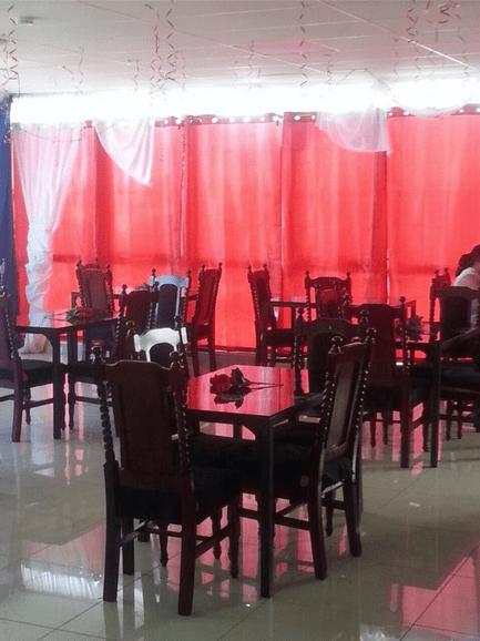 Leon's Restaurant & Bar