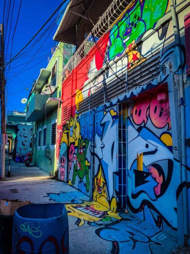 santurce street art extending onto the sidewalk