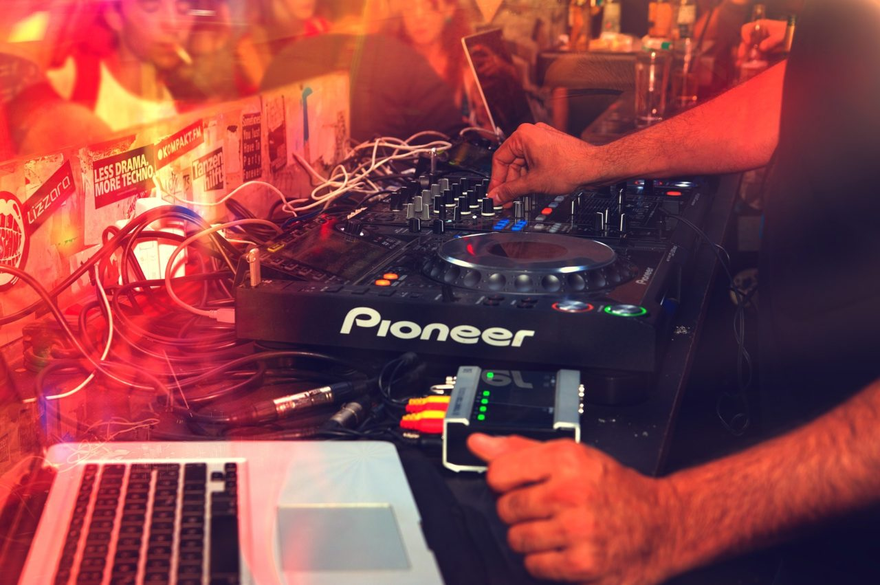 How To Record and Mix a DJ Set with live crowd sound