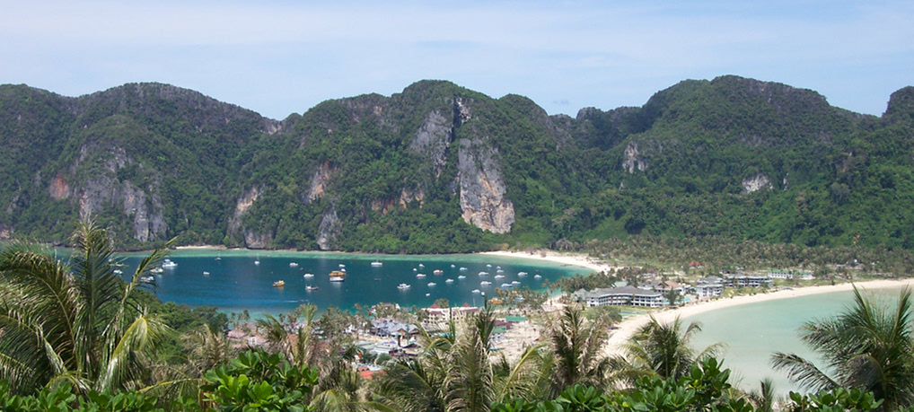 "Koh Phi Phi: Hippies Bar and ""The Beach"""
