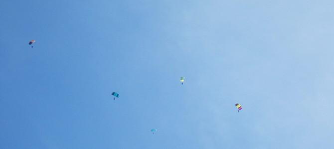 skydivingB