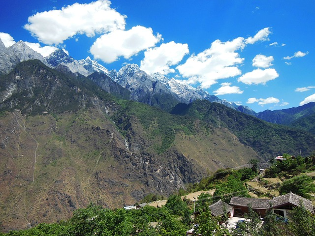 Hiking in Tiger Leaping Gorge, China