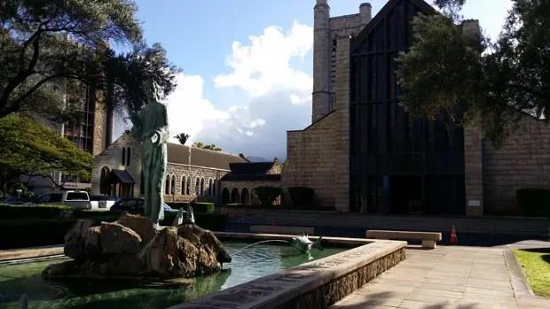 敷地内にある「セント・アンドリューズ大聖堂 St. Andrew's Cathedral」。