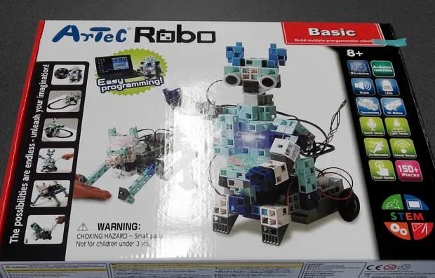 今回の講座では、「スクラッチ」でプログラミングでき、基本的なパーツを使用してロボットを組み立てられる「ArtecRobo」を使用。