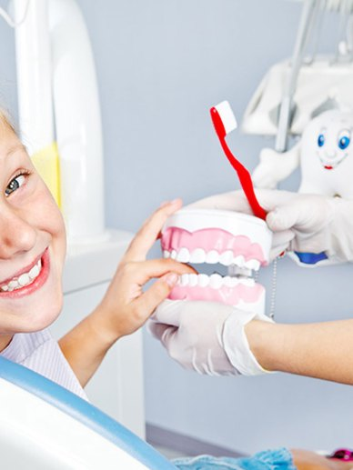 Memeriksa Gigi Anak untuk Pertama Kali-Global Estetik