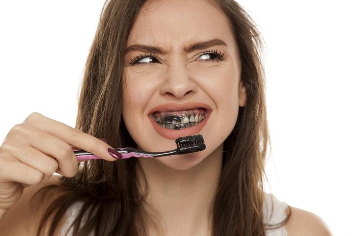 cara mudah membersihkan gigi secara alami dokter gigi depok Cara Menggosok Gigi yang Baik dan Benar