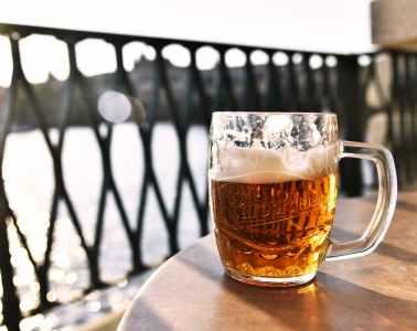 स�पष�ट गिलास बियर मग