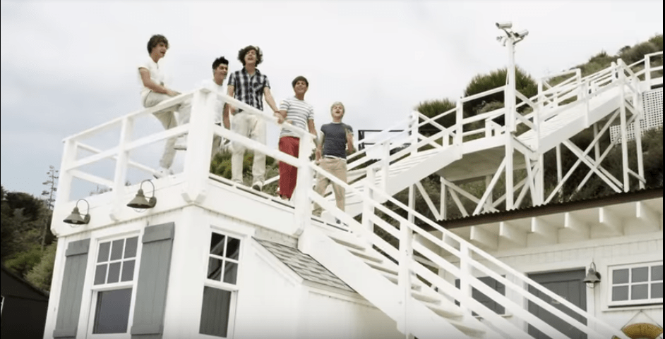 one-direction-white-steps-yt.PNG