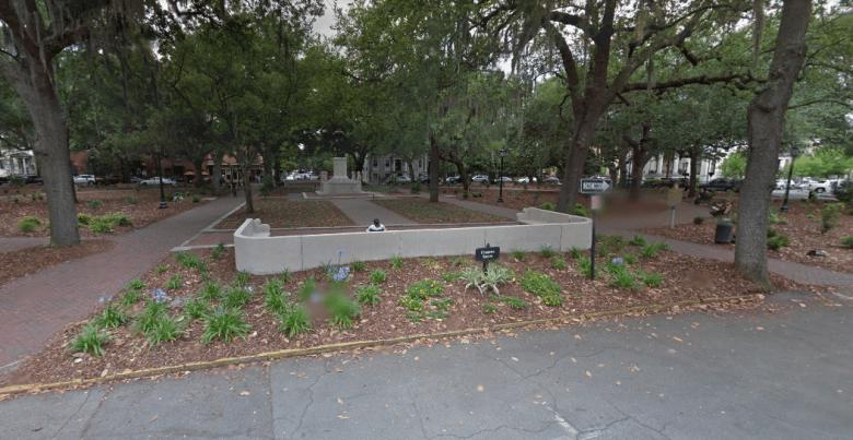 forrest-gump-bus-stop-bench.PNG