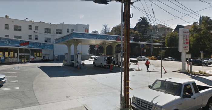 yes-man-gas-station-sv.PNG