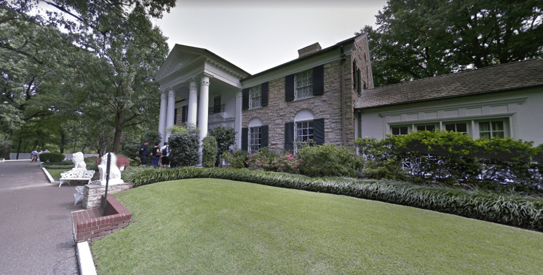 elvis-presleys-graceland-mansion-2.PNG