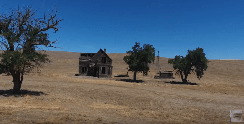 house-in-the-middle-of-nowhere-oregon-yt-2.PNG