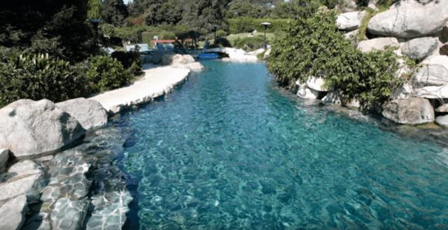 playboy-mansion-pool.PNG