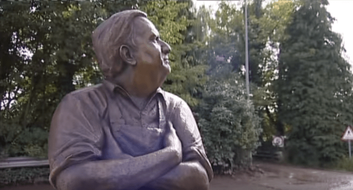 ronnie-barker-statue-sv4