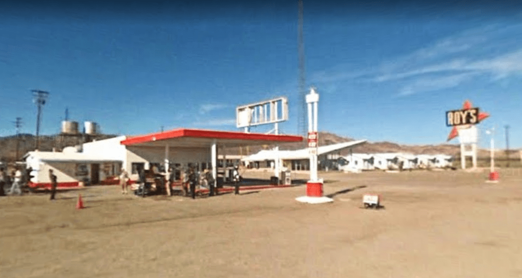 the-hitcher-gas-station2.PNG