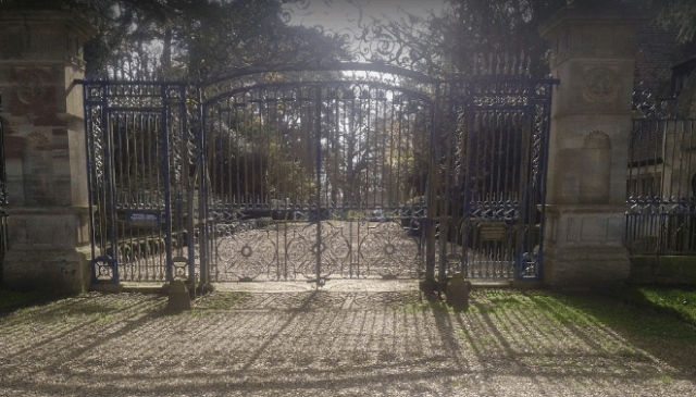 bruce-waynes-mansion.PNG