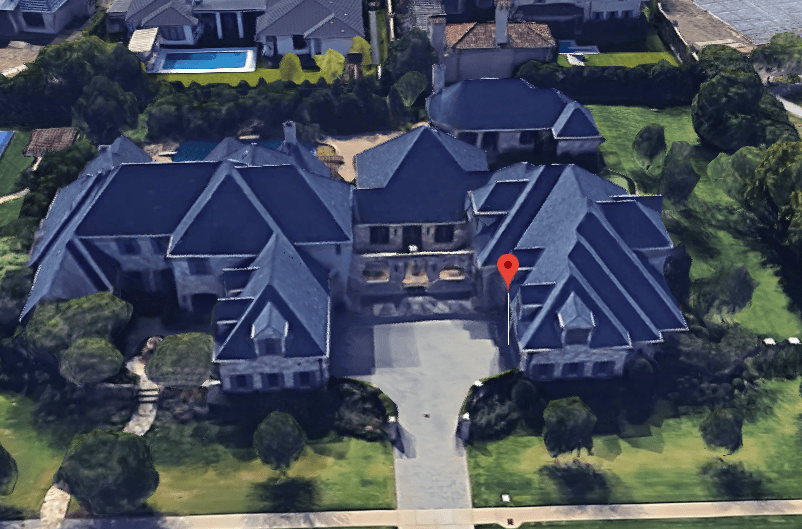 selena-gomez-mansion.PNG