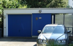 how to choose garage doors