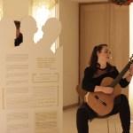 Aspasia Dimitriadou mit musikalischer Untermalung der Eröffnungsfeier