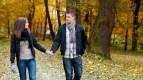 Couple-walking-talking-e1392927010455