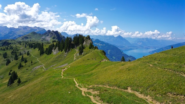 Hiking trail from Schynige Platte