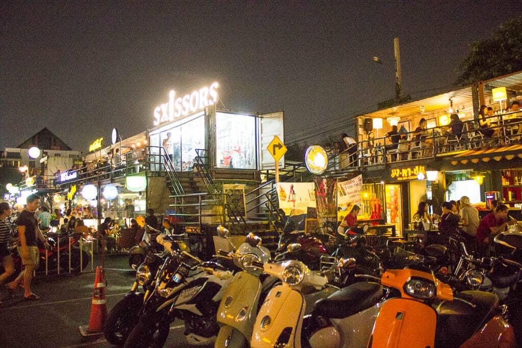 Rot Fai Market, Bangkok