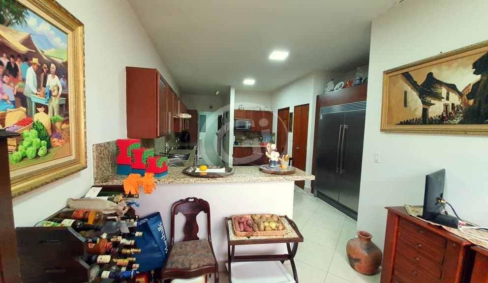 8. Embassy Club. Garden. Cocina (10)