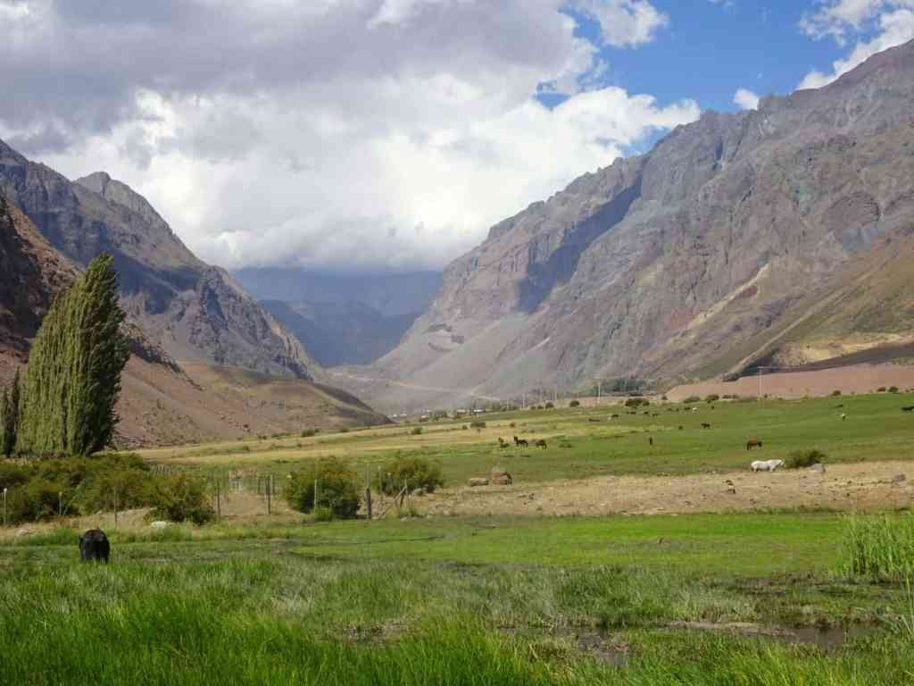 Hiking the CHilean Andes at Cajon del Maipo