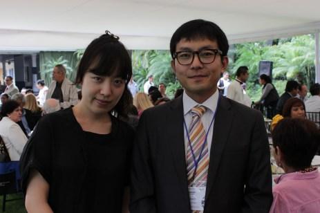 Seong Hwan JI y Yoojung Kim, Director y Coordinadora del Departamento de Estudios en el Extranjero de la Universidad de Corea.