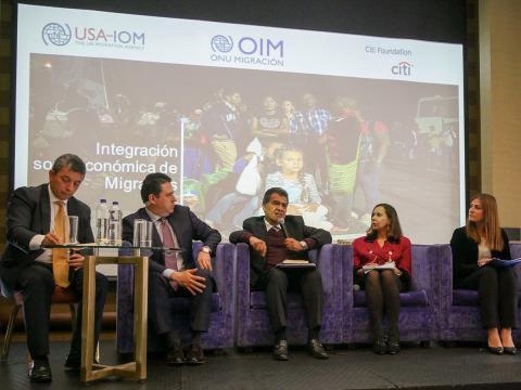Representantes de la OIM, la Oficina del Presidente de Colombia, el Ministerio de Relaciones Exteriores de Perú y la Agencia de los Estados Unidos para el Desarrollo Internacional