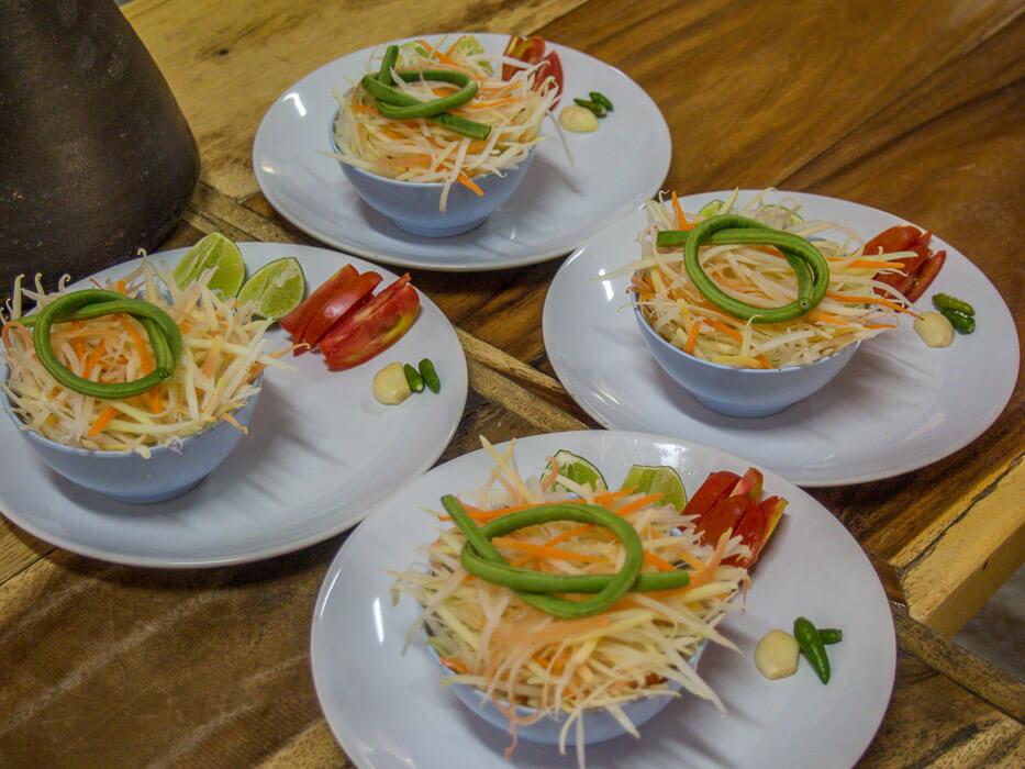 cooking organic thai food: som tam