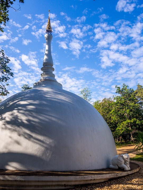 nothern thailand photo essay black temple chiang rai