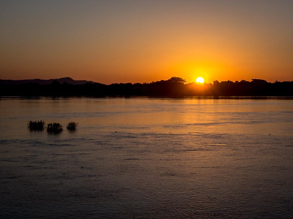 sunset on mekong river 4000 islands don khong laos