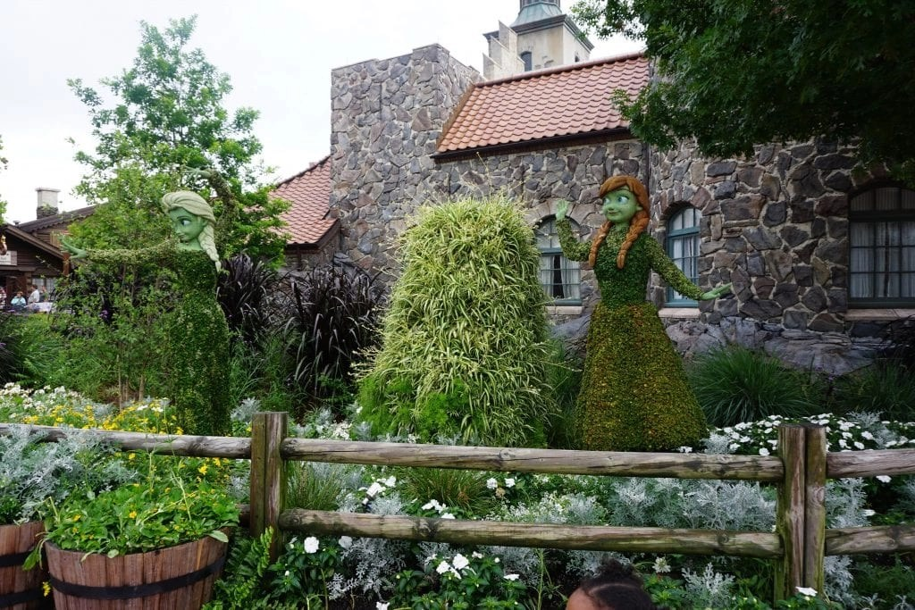 Frozen Topiary at Epcot's International Flower and Garden Festival | Global Munchkins