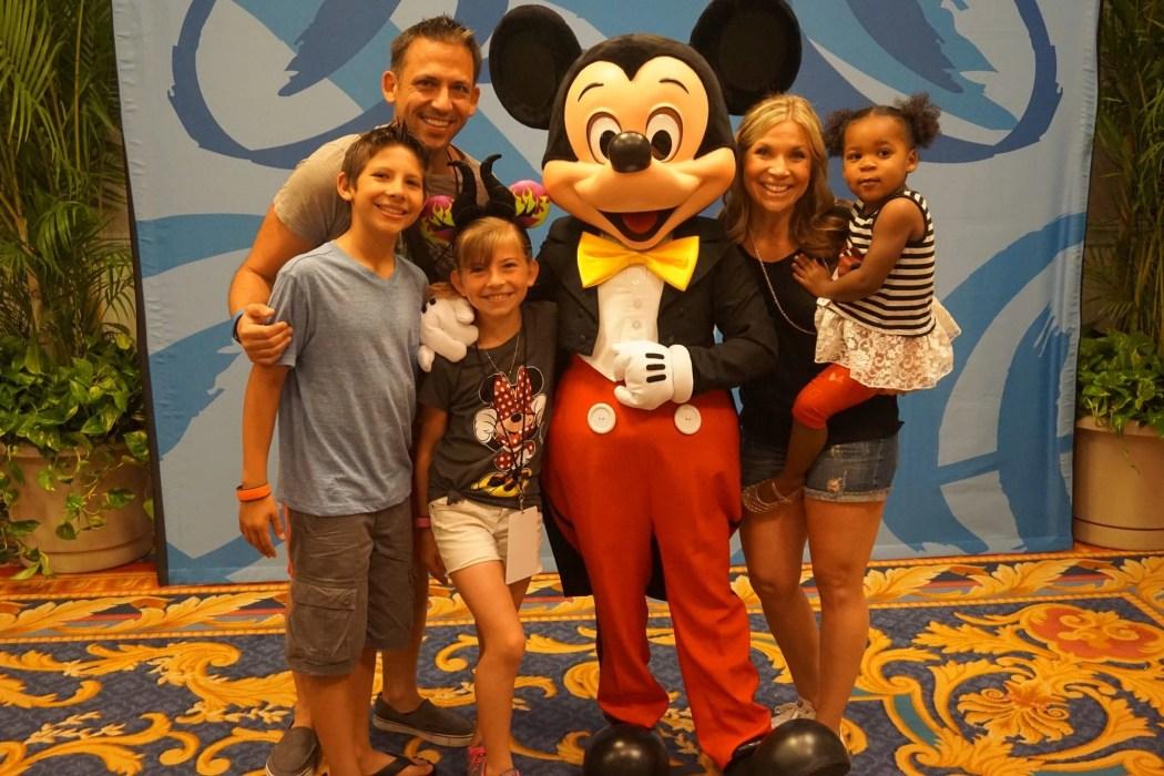 Multi-Cultural Family getting a Photo with Mickey at Disney Social Media Moms Celebration at Disneyworld #DisneySMMC | Global Munchkins