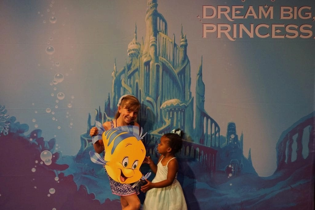 Sisters at the Disney SMMC event | Global Munchkins