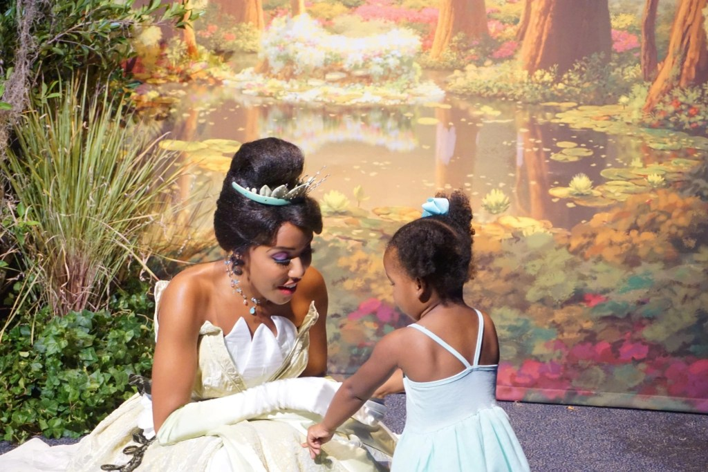 Little Black girl Meeting Tiana at the Disney SMMC event | Global Munchkins