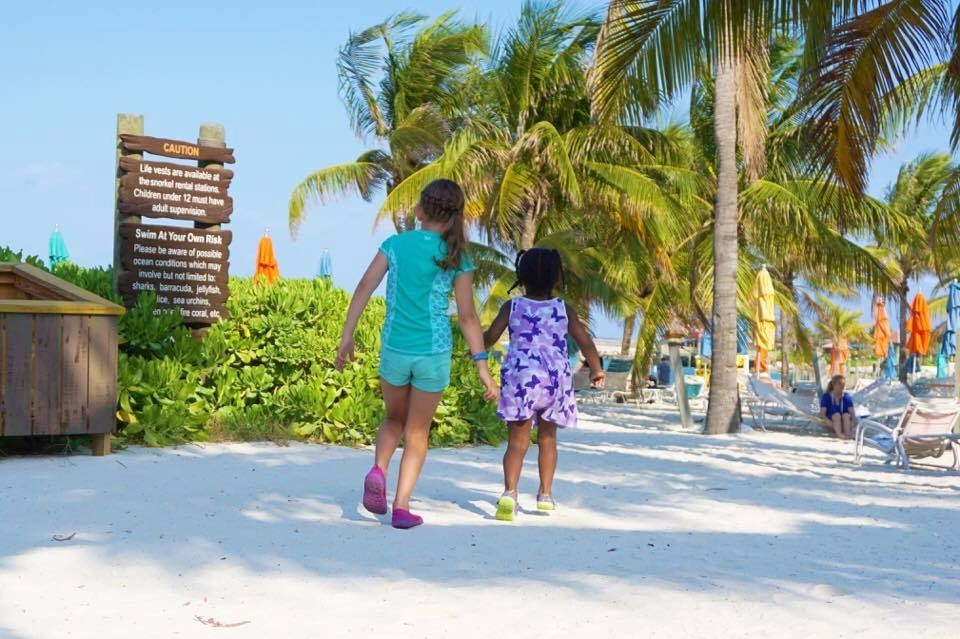 Planning a family vacation this summer? Check out these amazing tips to learn how you can ensure this year will be the BEST summer vacation ever. Tips on avoiding these 5 common mistakes when traveling with kids