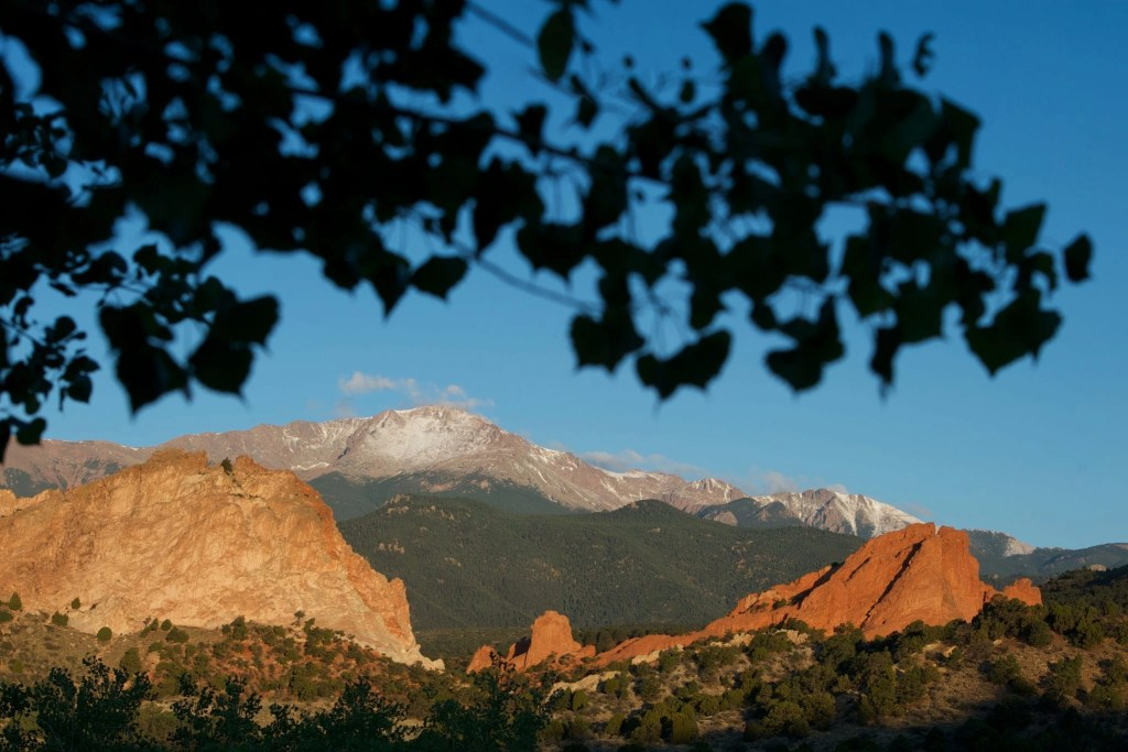 Check out these 25 Amazing Things to do in Colorado Springs, 12 of them are FREE! Learn about kid-friendly activities like the Garden of the Gods Park; Pikes Peak; and more outdoor adventures.