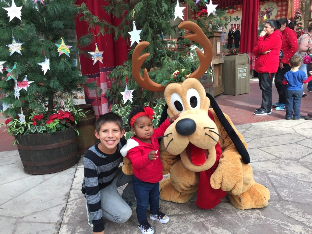 The Disneyland Holiday Season has begun. Grab our Pro Tips for surviving a trip at the parks during this extremely busy time of year. Also, get a sneak peek of all the entertainment & food offerings new this year. #disneylandholidays #disneyfan #disneylandchristmas