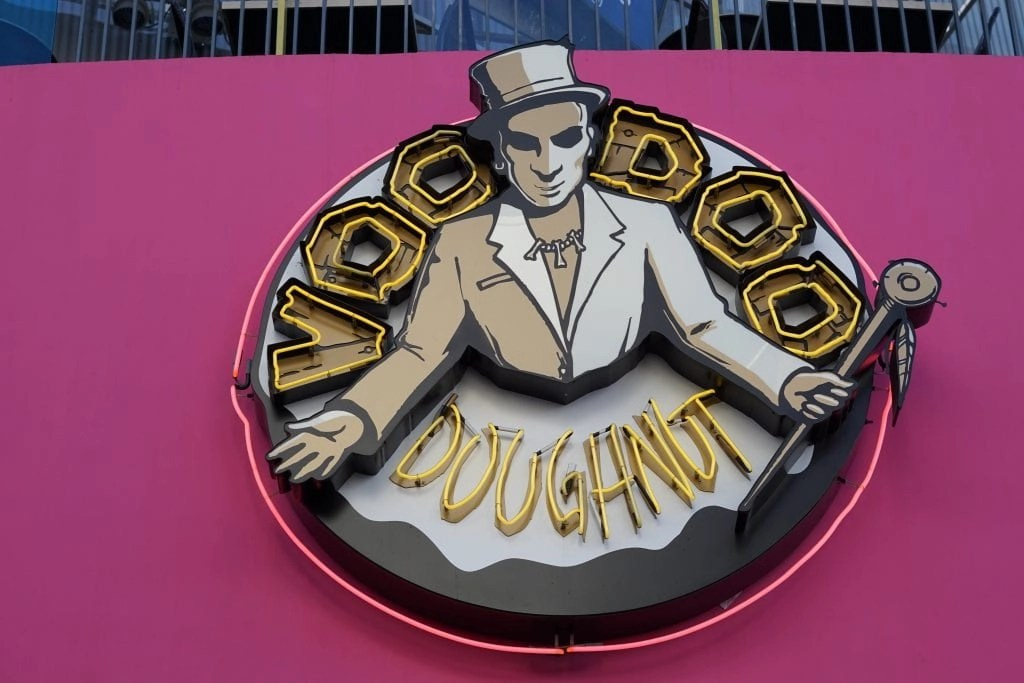 voodoo donuts city walk sign