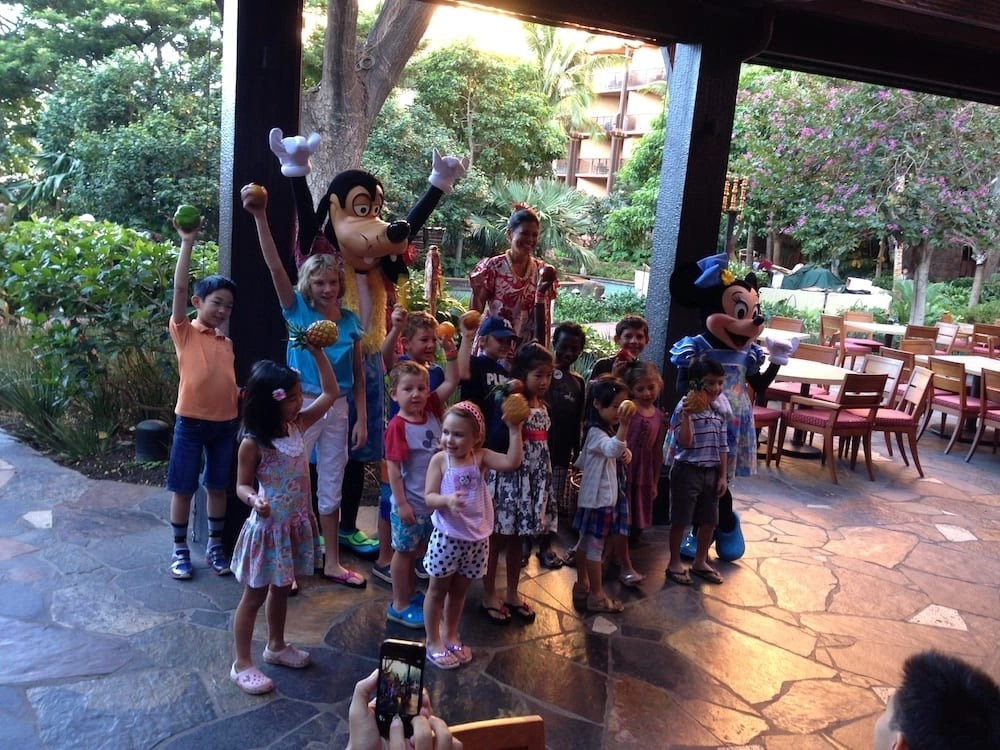 4 Reasons Your Family Will Love an Aulani Character Breakfast