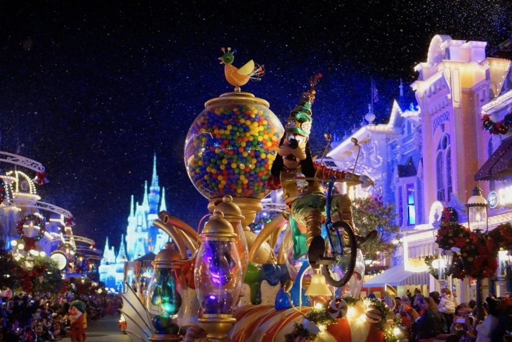 7 Amazing Things To Do At Mickey S Very Merry Christmas Party 2018