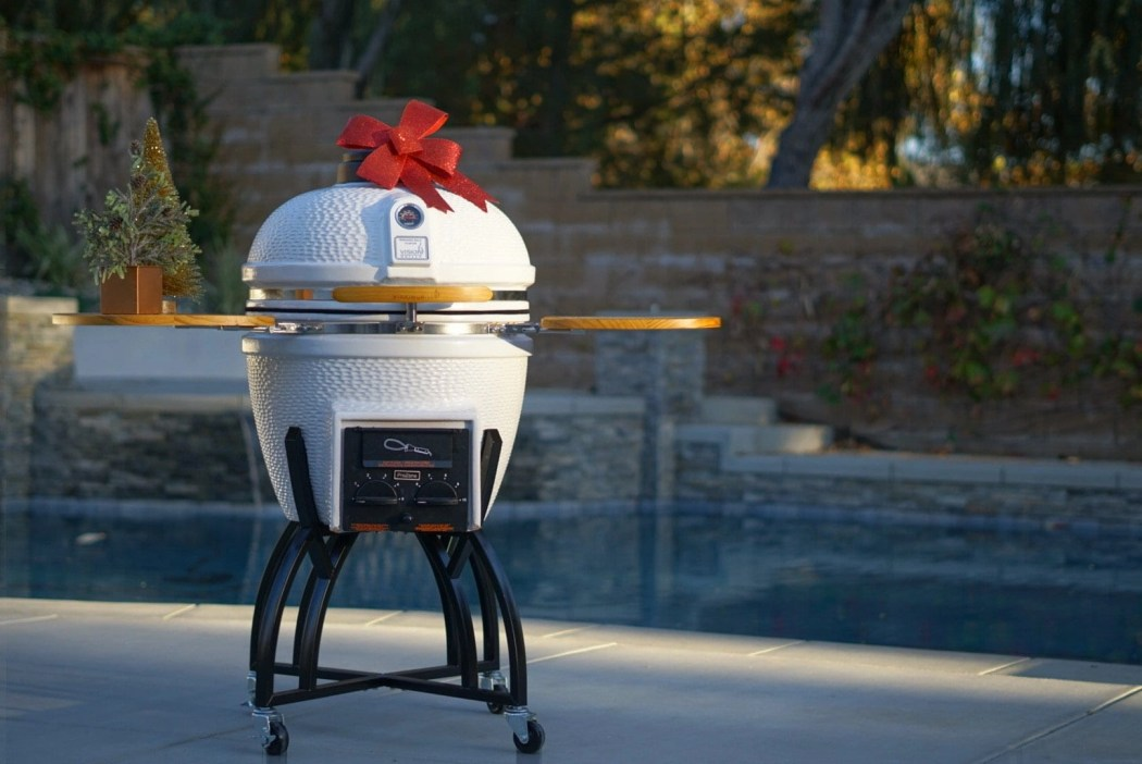 I found the BEST Kamado Grill at The Home Depot. It allows me to switch from charcoal or gas allowing you to slow cook a roast or quickly heat up salmon for company. @homedepot #GrillUptheHolidays