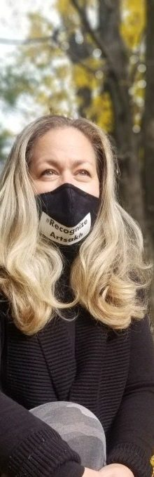 Talar Chichmanian dons a mask that says #RecognizeArtsakh.
