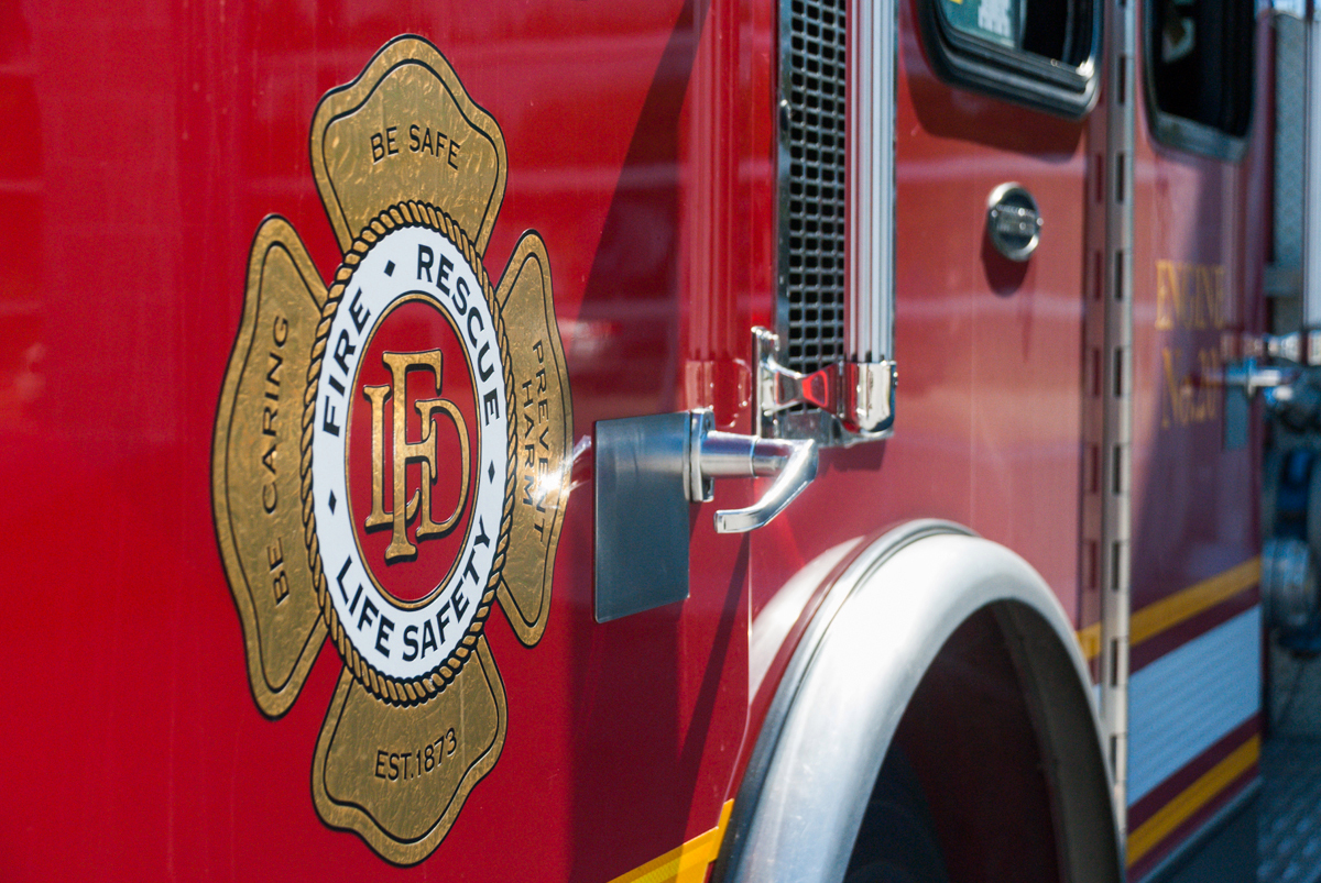 Crews quick to battle morning fire in east London, Ont.