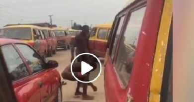 Shocking as two unclad Guys fighting, defecate rubs it on his body (Video)