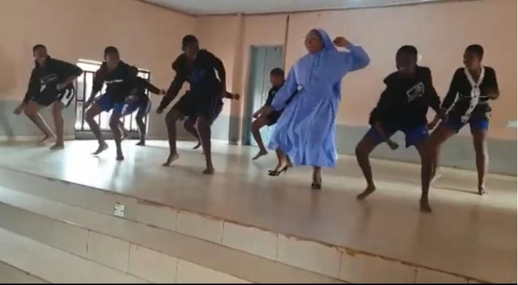 A Reverend Sister Spotted Dancing Shoki With Students (Video)