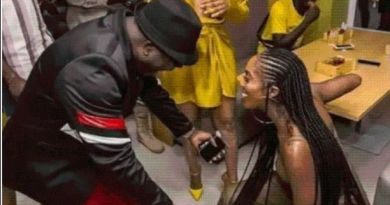 Tonto Dikeh, Tiwa Savage Spotted Kneels Down to her Senior (Photos)